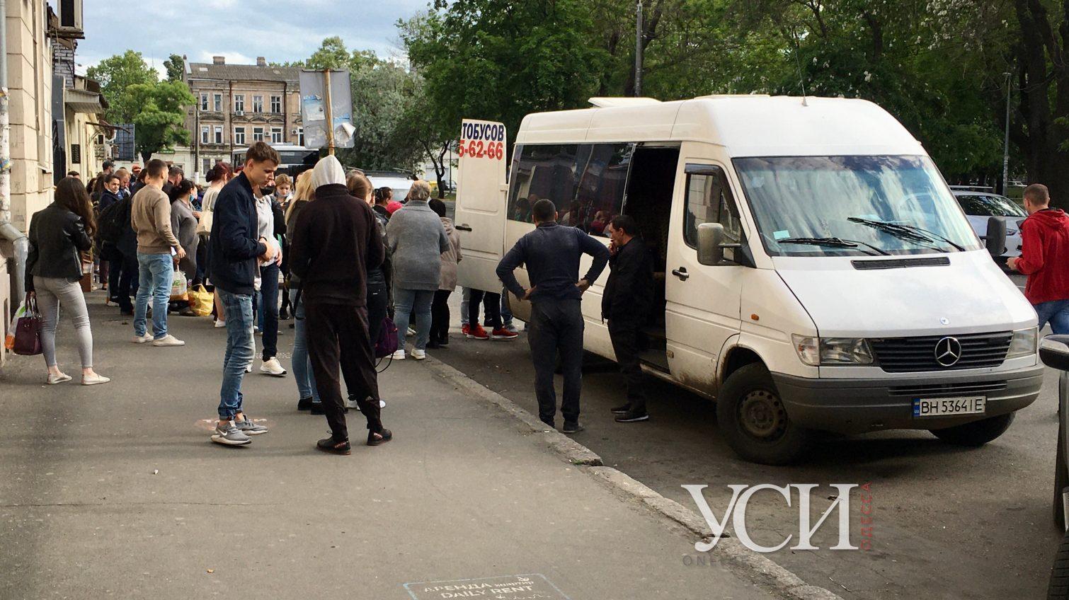 В Одессе от Привоза ходят маршрутки лишь одного направления, пока все остальные ждут разрешения (фото) «фото»