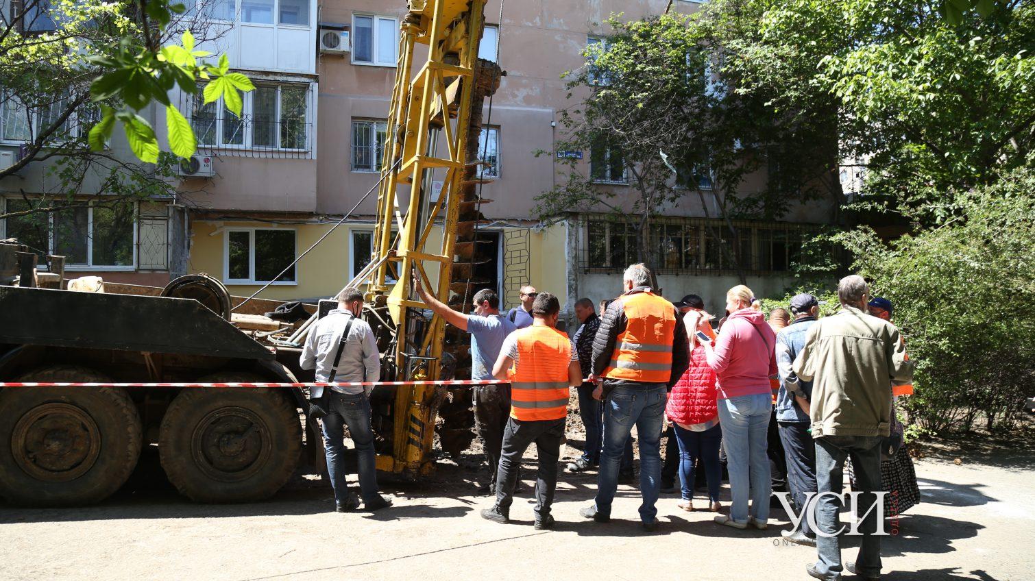 Конфликт на Таирова: одесситы выступили против соседа, который бурит сваи у высотки, тот отгородился охраной (фото, видео) ОБНОВЛЕНО «фото»