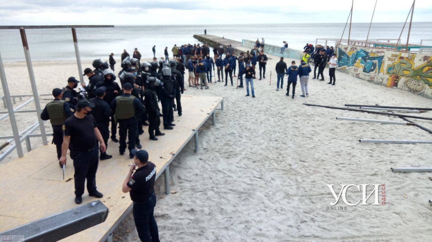 Битва за пляж: активисты снова сносят настил на 16-й станции Фонтана (трансляция, фото, видео) «фото»