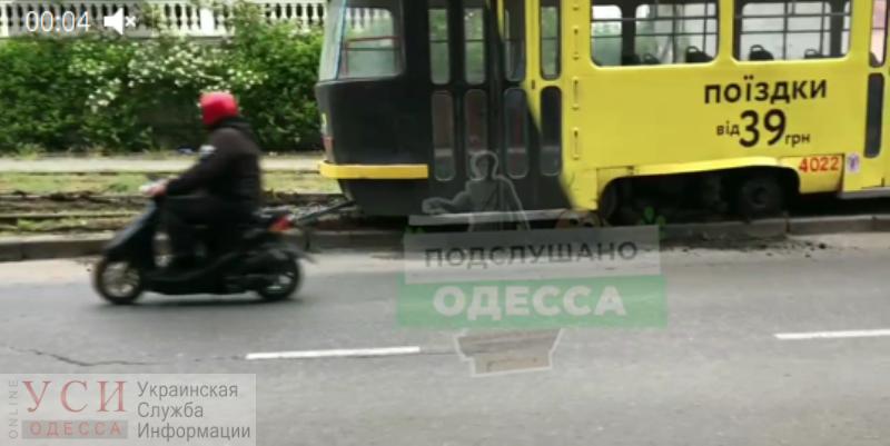 На Фонтане трамвай сошел с рельсов «фото»
