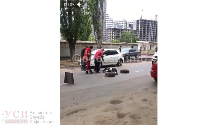 На Таирова мопедист погиб под колесами эвакуатора (фото) «фото»