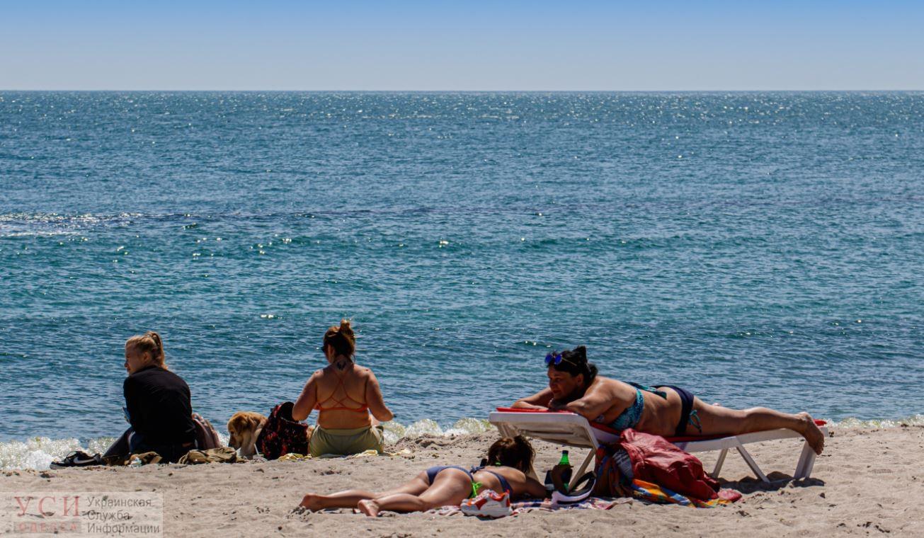 Карантинный релакс: одесситы вовсю загорают на пляжах без масок и не соблюдают дистанцию (фоторепортаж) «фото»