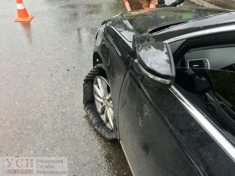 На Черемушках серьезное ДТП: иномарка зацепила троллейбус и влетела в забор заправки (фото) «фото»