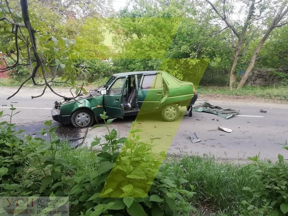 В аварии на 411 батарее пострадали четыре авто: одного из водителей забрала «скорая» (фото) «фото»