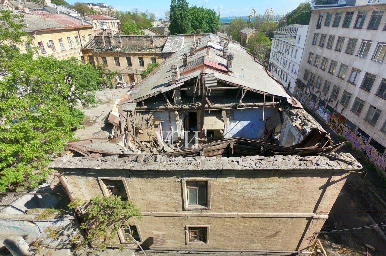 На Польском спуске обрушился жилой дом – жителей эвакуировали (фото) ОБНОВЛЕНО «фото»
