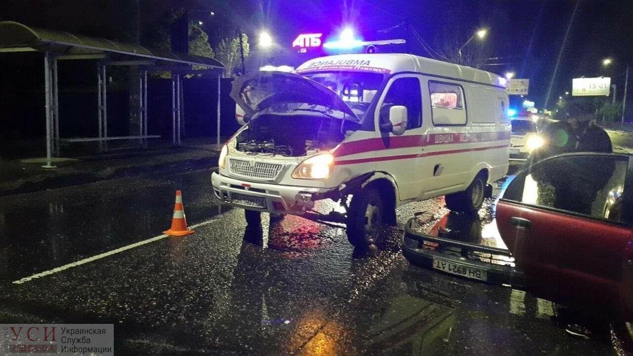 В Одессе авто протаранило машину скорой помощи, которая приехала к жертвам ДТП (фото) «фото»