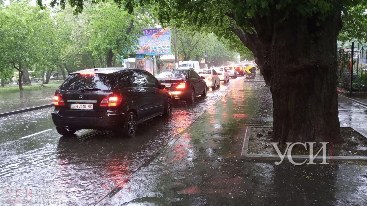 Непогода в Одессе: на дорогах пробки, остановили часть трамваев, а на Приморской и Балковской закрывают движение (фото, видео, карта) «фото»