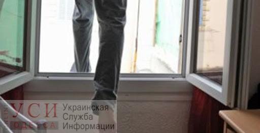 На поселке Котовского мужчина выпал из окна и разбился насмерть «фото»