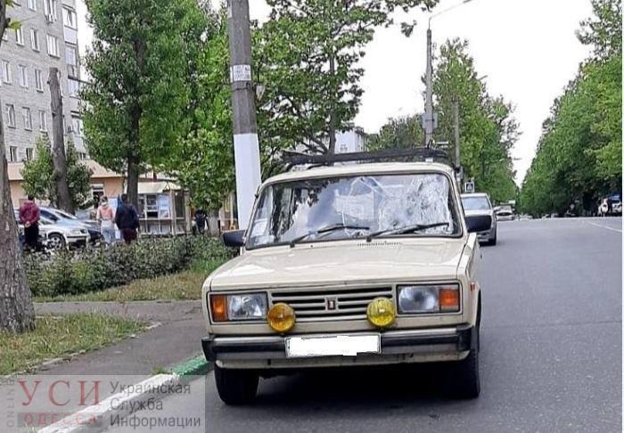 В Черноморске на пешеходном сбили женщину: ее забрала скорая (фото, видео) «фото»