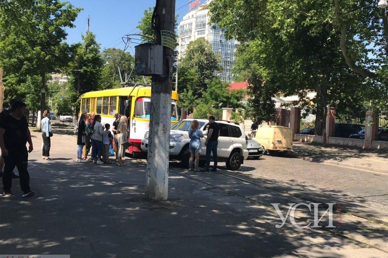 На Французском бульваре заблокировано движение трамваев (фото) ОБНОВЛЕНО «фото»