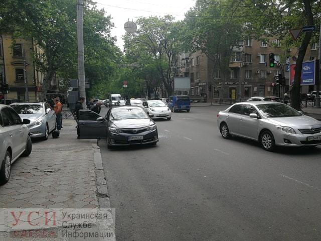 В центре Одессы трое грабителей украли сумку с деньгами у водителя авто: объявлен «Перехват» (фото) «фото»