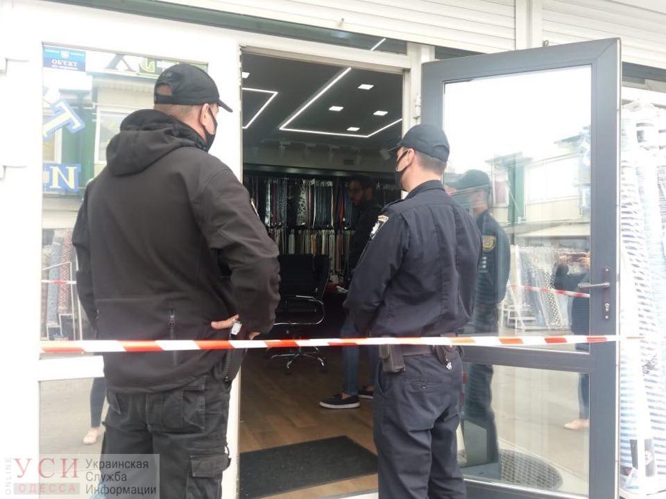 На рынке «7 км» неизвестные в масках устроили стрельбу в магазине тканей: есть пострадавшие (фото, видео) ОБНОВЛЕНО «фото»