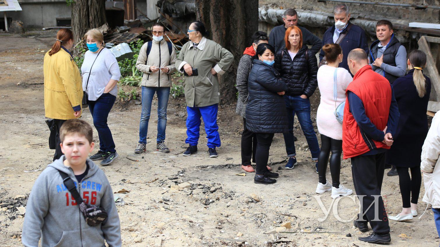 Мы все на катакомбах: застройщик крушит дома на Екатерининской и прячется от встречи с жильцами (фото, видео) «фото»