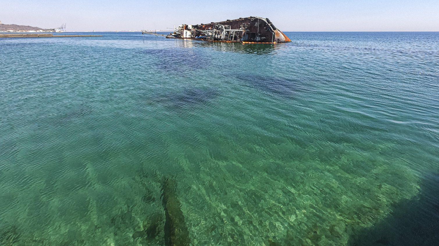 Вода не соответствует нормам: эксперты просят воздержаться от купания на пляжах Одессы «фото»