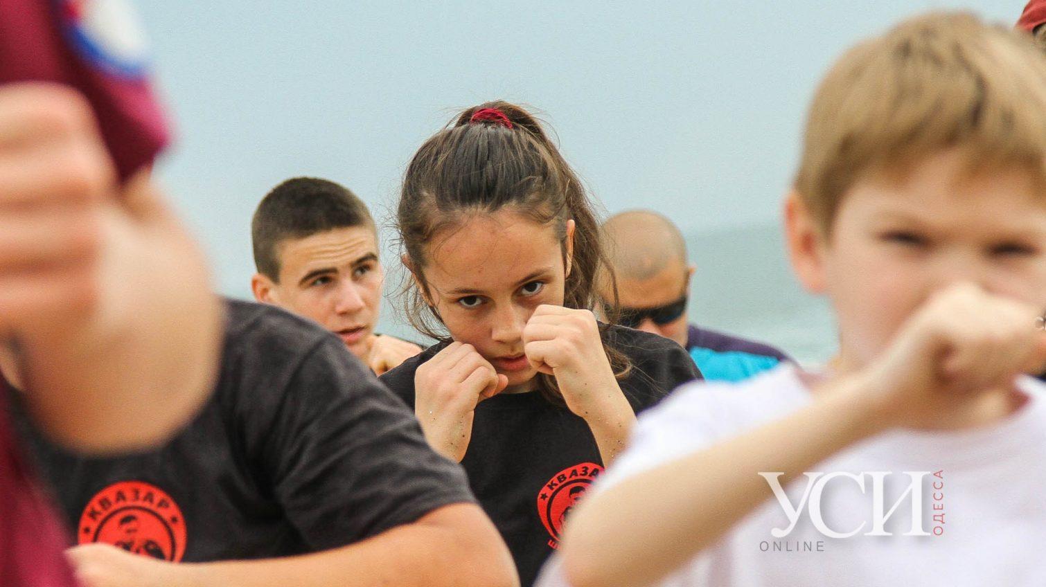 Бои на пляже: одесские боксеры провели тренировку на «Дельфине» (фоторепортаж) «фото»
