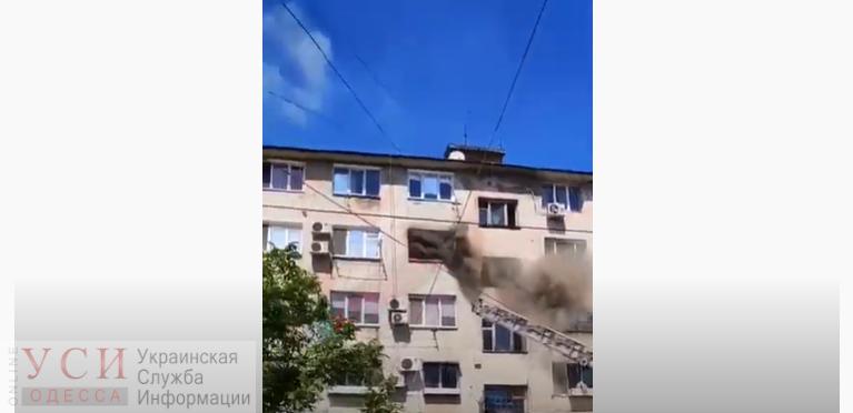 Спасатели вынесли грудного ребенка из горящей квартиры на Поселке Котовского (видео) «фото»
