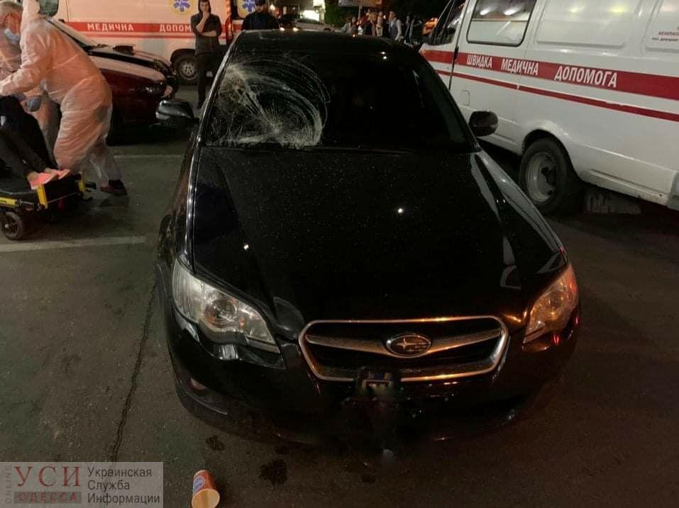 Ночью на Таирова автомобиль сбил 3 человек, все они в больнице «фото»