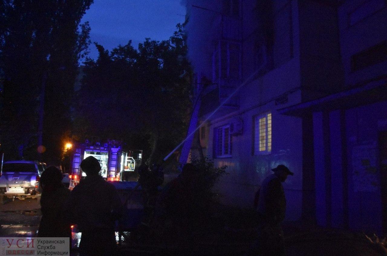 На поселке Котовского горела квартира: эвакуировали 20 человек (фото, видео) «фото»