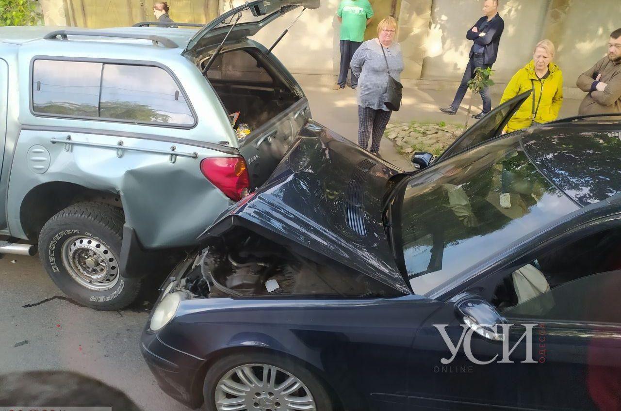 На Чубаевке столкнулись две легковушки – движение затруднено «фото»