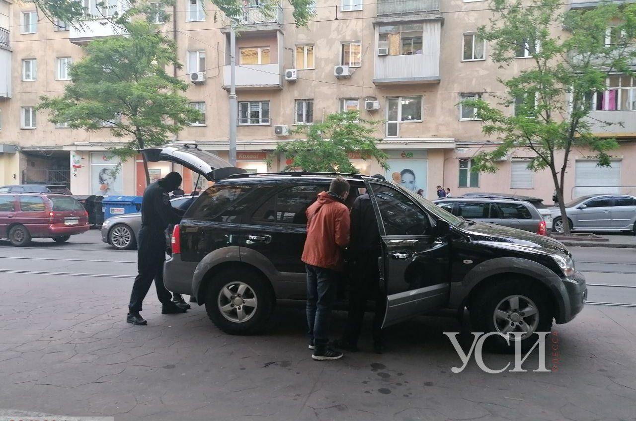 В центре Одессы «Тор» проводит задержание: в машине нашли пистолет (фото) «фото»