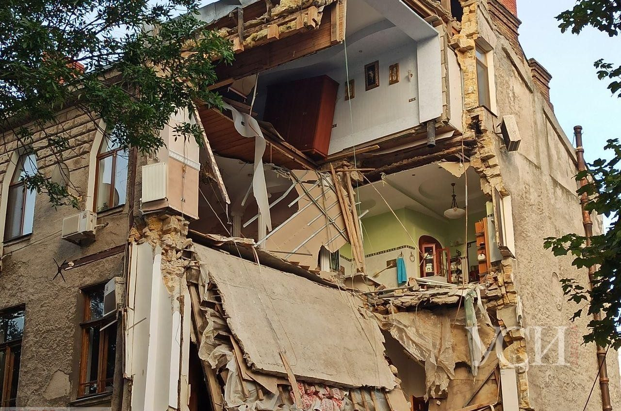 Ночью в Одессе обрушился очередной дом (фото) ОБНОВЛЯЕТСЯ «фото»