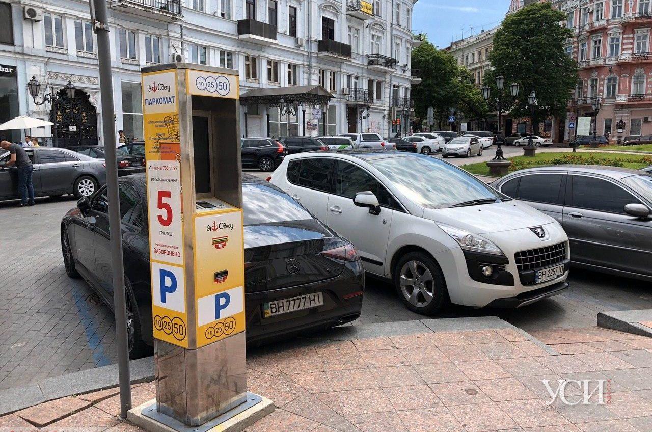 Платные парковки возвращаются: пока по 5 гривен, но планируют повысить до 20 (фото) «фото»
