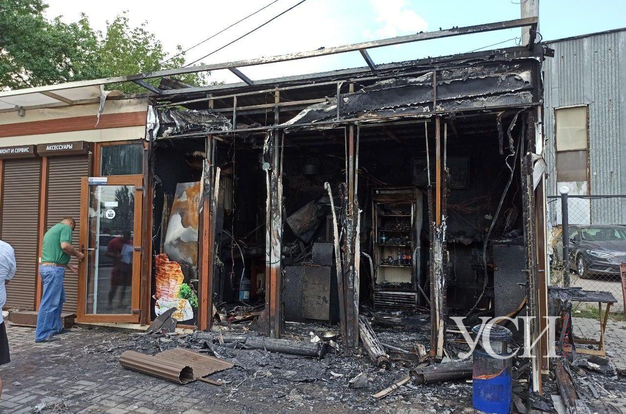 В районе рынка «Успех» вспыхнула шаурмичная: сгорел и соседний магазин (видео, фото) ОБНОВЛЕНО «фото»