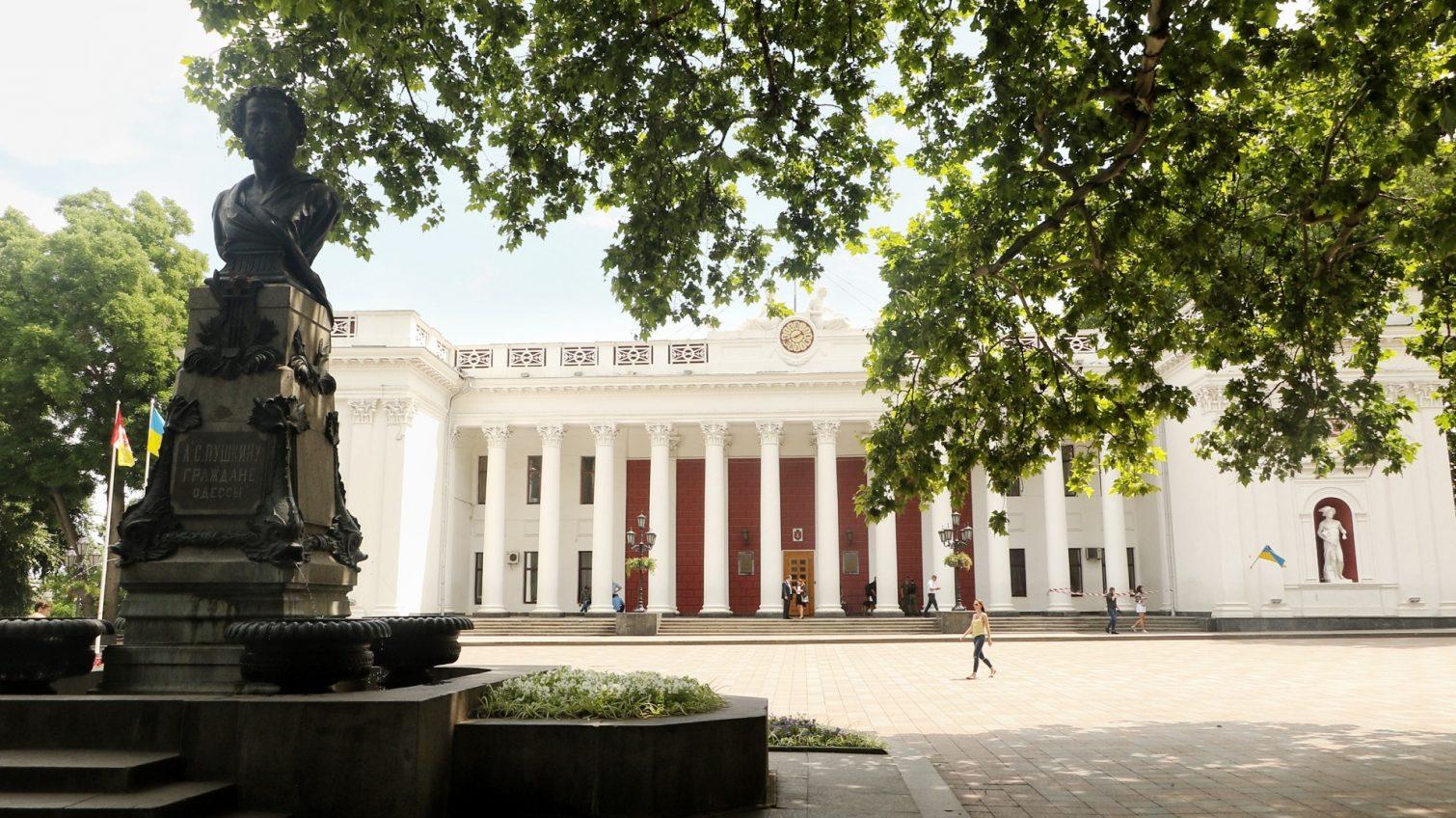 В мэрии урезали две должности уволенных вице-мэров, но добавили ставок в департаментах «фото»