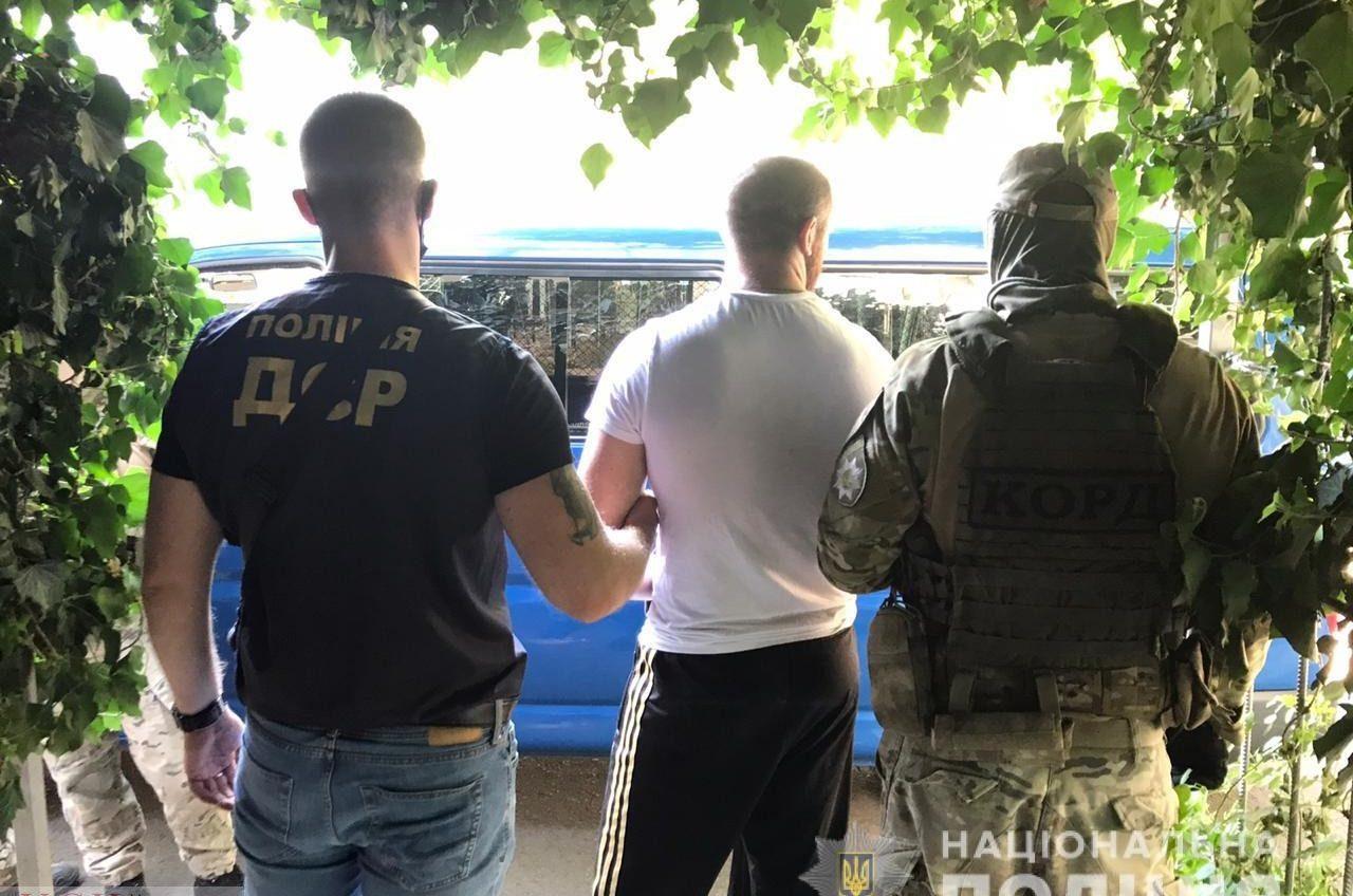 Присваивали чужие квартиры и ограбили одессита: в Одессе задержали банду (фото, видео) «фото»