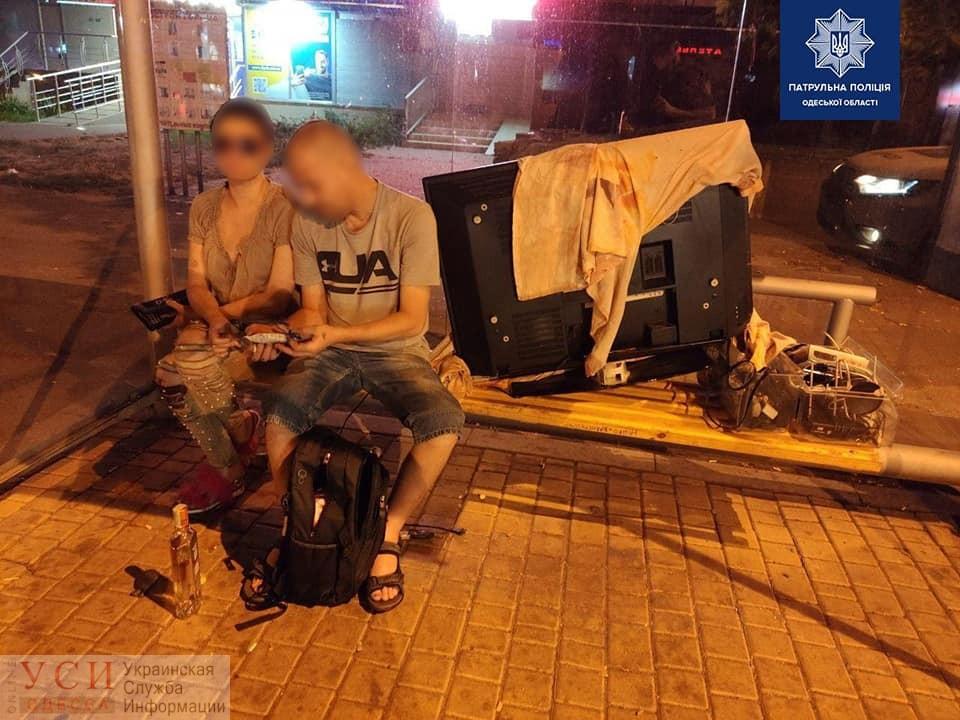 Пара украла из арендованной квартиры телевизор и пыталась вывезти его на такси «фото»