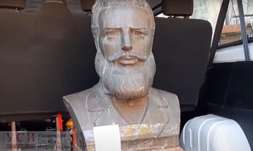 Хотел подзаработать: полиция задержала похитителя бюста болгарского поэта в Прохоровском сквере (фото, видео) «фото»