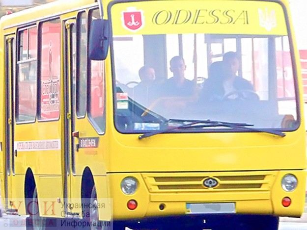 На поселке Котовского водителю маршрутки стало плохо: он протаранил четыре машины (видео) «фото»