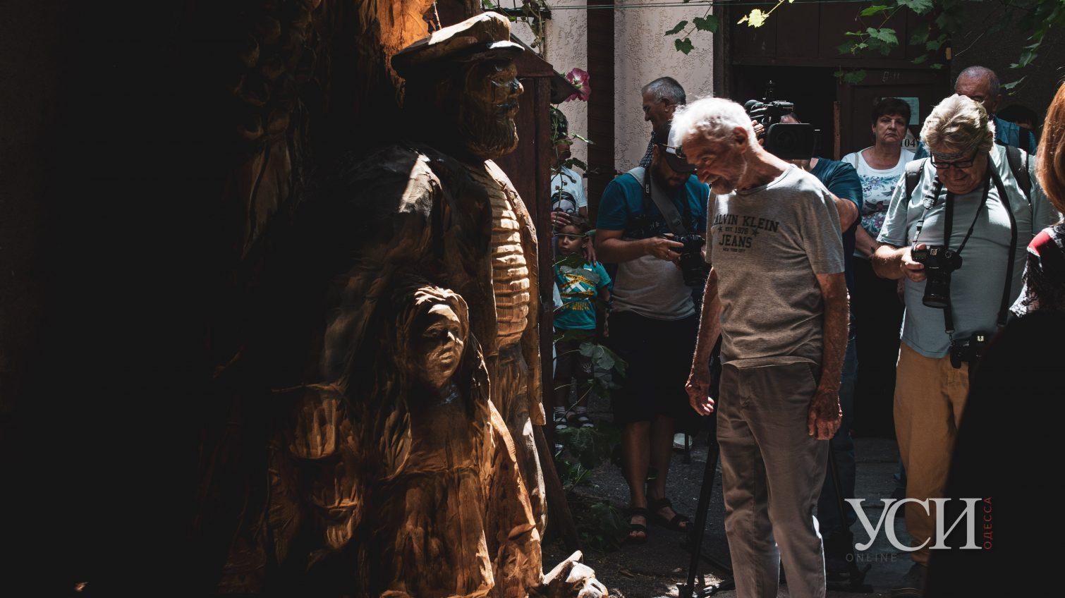 Дерево, старик и незапланированная девочка: в Одессе появилась новая достопримечательность (фото, видео) «фото»