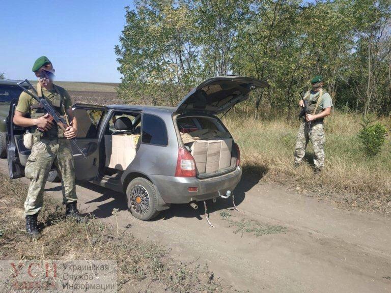 У границы с Молдовой задержали 73-летнего мужчину с грузом контрабандных сигарет (фото) «фото»