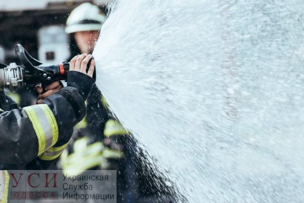 На Бугаевской горят два легковых автомобиля — на месте работают спасатели (видео) «фото»