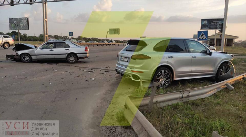 Под Одессой столкнулись две иномарки: водитель в больнице (фото) «фото»