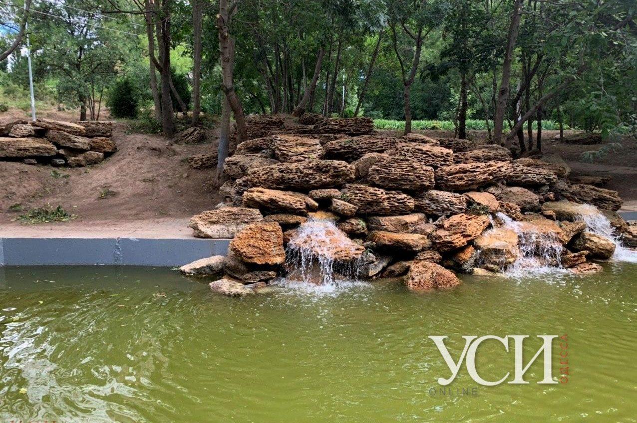 Грот в парке Победы коммунальщики сделали сами, а камни нашли в парке (фото) «фото»