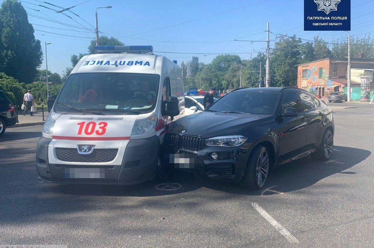 На Фонтане автомобиль врезался в скорую (фото) «фото»