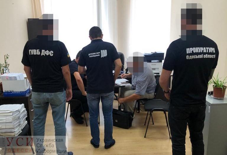 Вручили подозрение одесскому таможеннику, который «ошибся» на 270 тысяч гривен «фото»