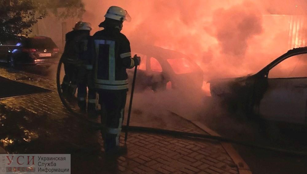 На Фонтанской дороге сгорели два автомобиля (фото, видео) «фото»
