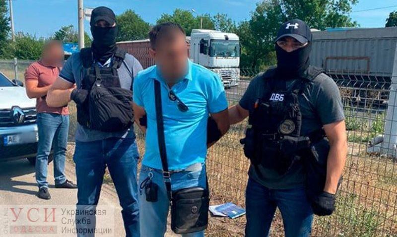 В Одесской области майор полиции требовал 1,5 тысячи долларов с подозреваемого в грабеже (фото) «фото»