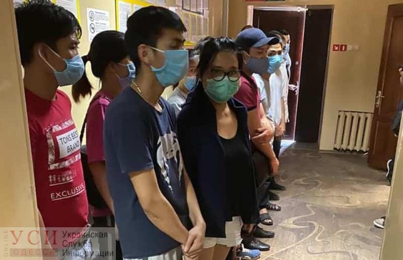 На родину отправят 7 вьетнамцев, которые подпольно шили одежду в Одессе (фото) «фото»
