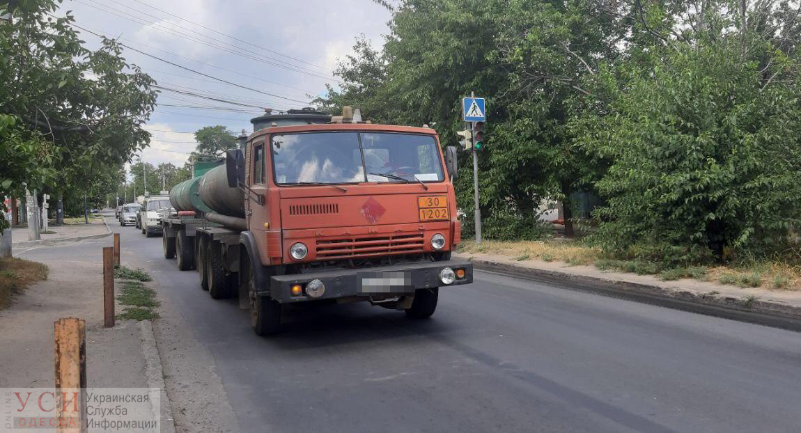 На Хуторской КамАЗ сбил ребенка на пешеходном переходе «фото»