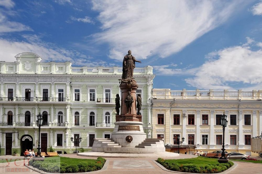 Золотой памятник: в Одессе охраняют Екатерину за миллионы, а могли бы бесплатно муниципалы «фото»