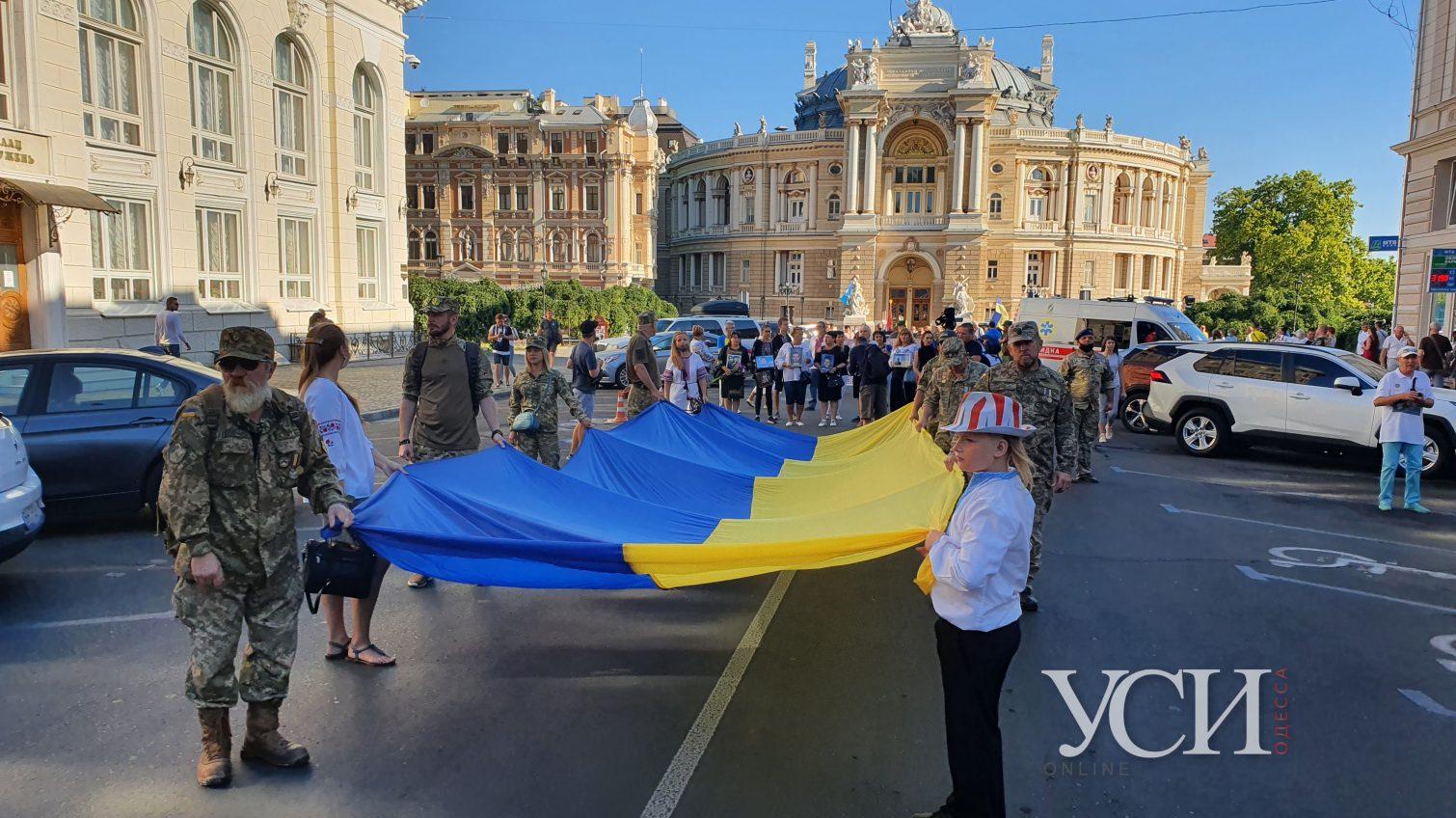 Сотни людей с флагами: по Одессе прошел марш защитников Украины (фото, прямая трансляция) «фото»
