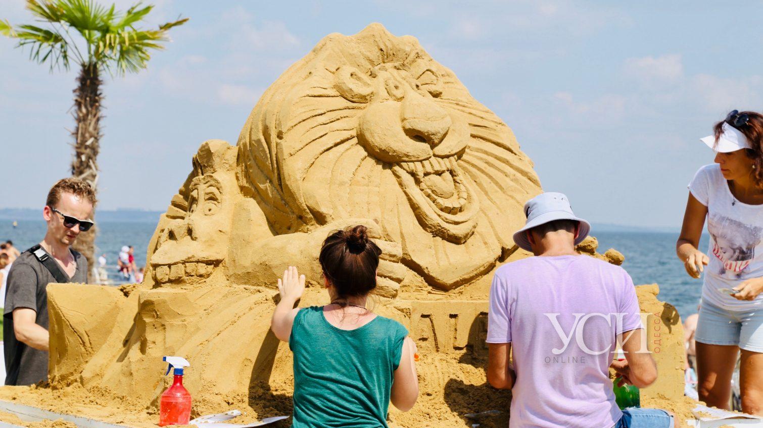 На Ланжероне появились песочные львы, осьминоги и миньоны (фоторепортаж) «фото»
