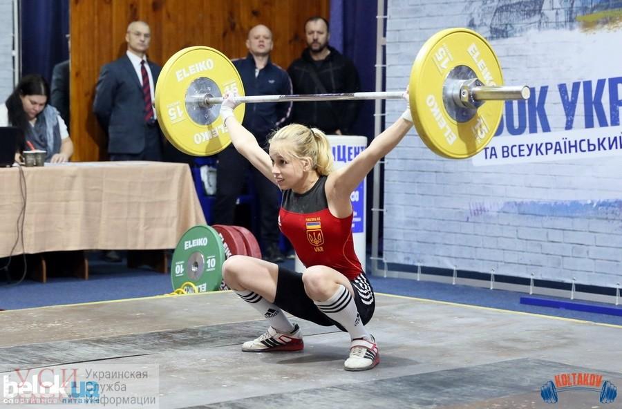 Юная спортсменка из Одесской области подняла 122 килограмма и победила на всеукраинском турнире (фото) «фото»