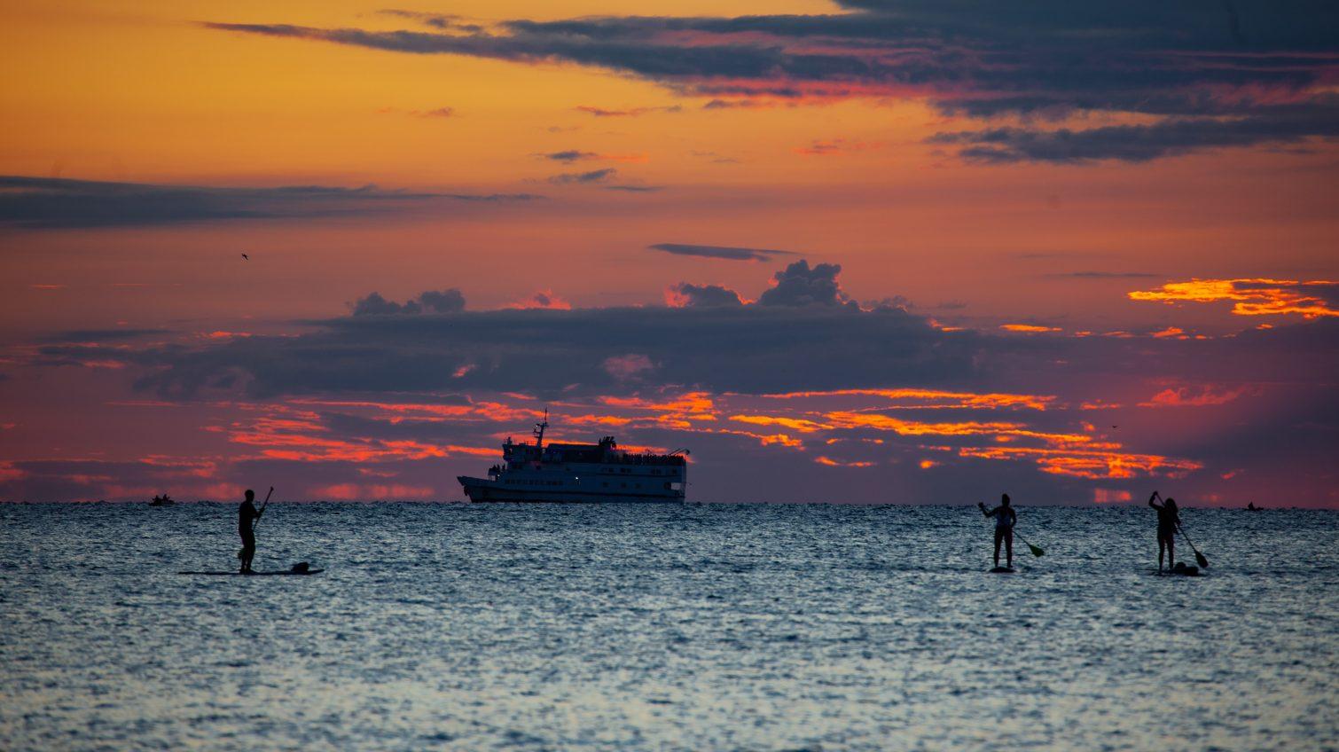 Яркий рассвет августа на одесском побережье (фоторепортаж) «фото»