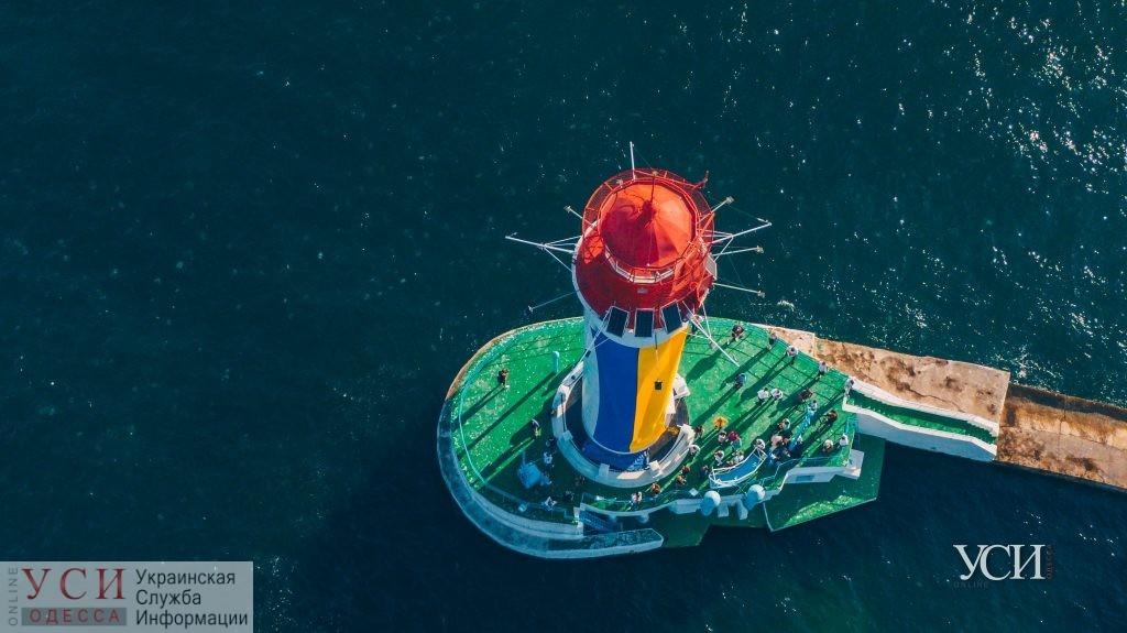 Если вы пропустили: Воронцовский маяк «одели» в национальные цвета Украины (аэросъемка) «фото»