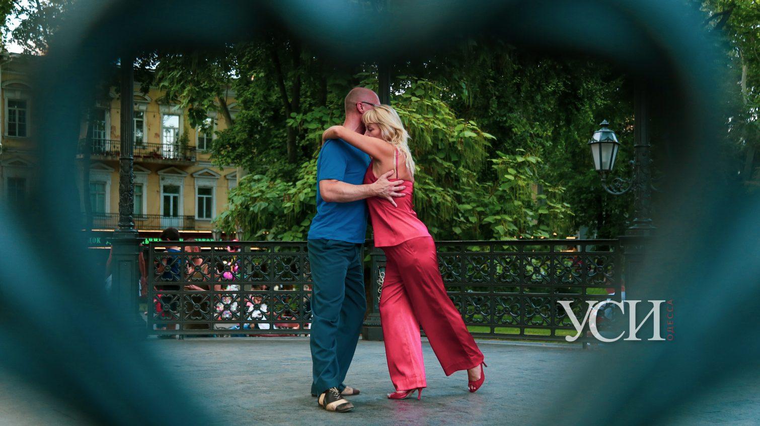 Вечерняя Дерибасовская: каким стоит запомнить центр Одессы (фоторепортаж) «фото»